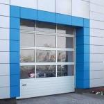 průmyslová garážová vrata s prosklením