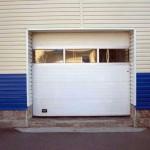 průmyslová vrata s prosklenou sekcí