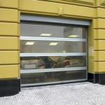 průmyslová vrata s prosklenými panely