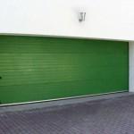 sekční garážová vrata zelená