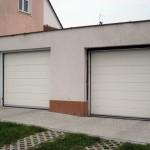 Rodinný dům v Litoměřicích se dvěmi garážovými vraty