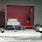 Skladové prostory v Brně, garážová vrata červená