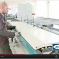 pracovník při výrobě sekčních garážových vrat typ lamela